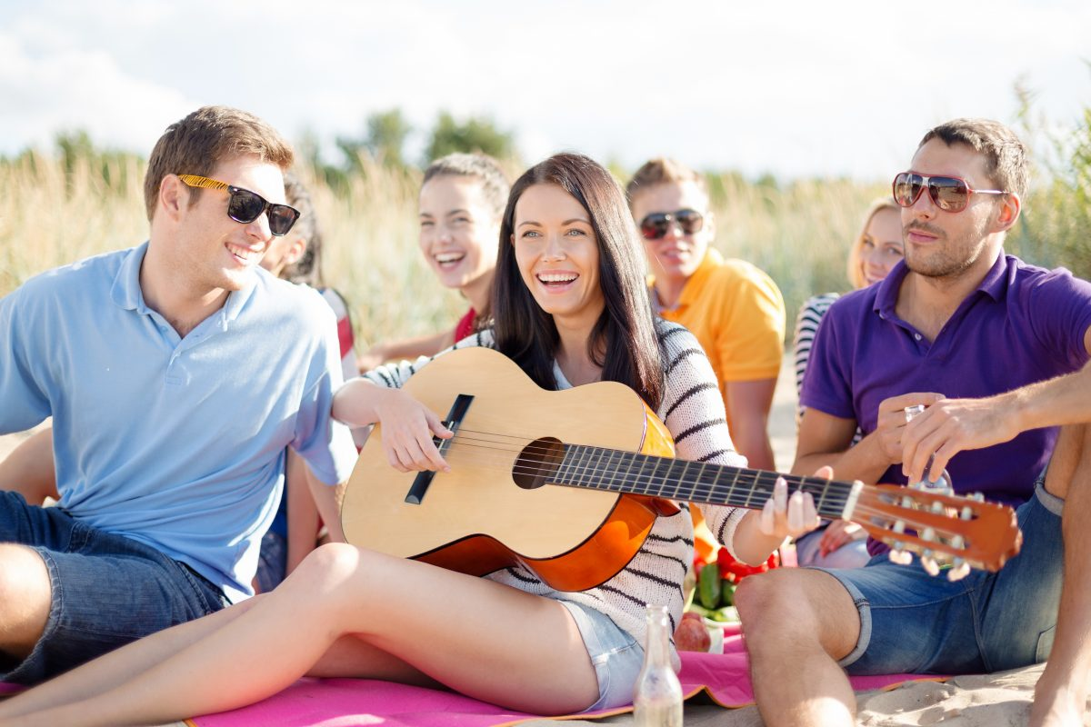 3 Reasons to Take Adult Group Guitar Lessons